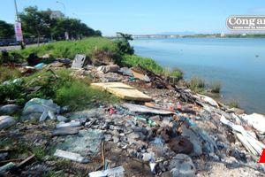 Bờ sông Hàn đầy rác!