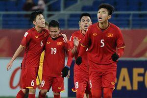 Dàn bóng hồng 'hừng hực khí thế' cổ vũ U23 Việt Nam