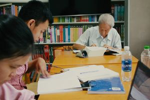 Cuộc sống đơn độc của lão niên hơn 25 năm tự học tiếng Anh ở Sài Gòn