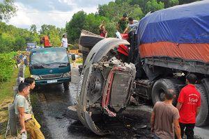 Hai xe container đâm nhau, 3 người thương vong