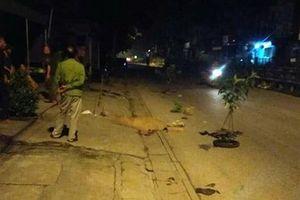 Hà Nội: Hai nam thanh niên thương vong cạnh xe máy giữa đêm