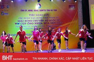 Các nữ VĐV cháy hết mình trong đêm giao lưu VTV Cup tại Hà Tĩnh