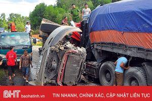 Xe tải đấu đầu, 2 người chết, 1 người bị thương nặng