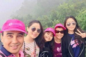 MC Quyền Linh giản dị cùng gia đình du lịch Phượng Hoàng Cổ Trấn