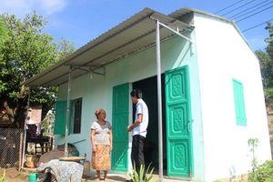 Thanh Hóa: Trao tặng 25 căn nhà cho các hộ gia đình nghèo ở Mường Lát