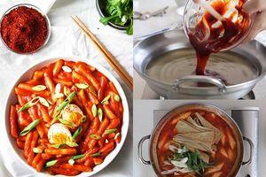 Cách làm bánh gạo cay Hàn Quốc ngon chuẩn vị cho ngày mưa, ăn bao nhiêu cũng hết
