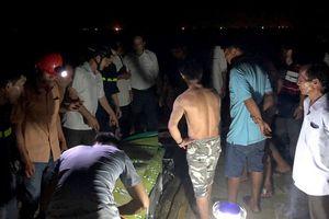 5 học sinh bị sóng cuốn ra biển, 3 người thiệt mạng và mất tích