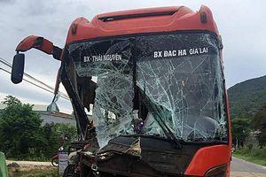 Xe khách va chạm liên hoàn ở Quảng Nam, hành khách hoảng loạn kêu cứu