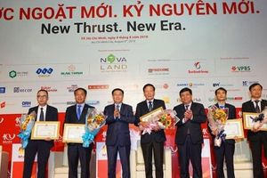 Diễn đàn M&A Việt Nam 2018: Bộ Kế hoạch và Đầu tư tặng Bằng khen cho 2 tập thể, 3 cá nhân