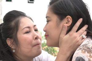 Khán giả xúc động khi NSND Hồng Vân hát 'Nhật ký của mẹ'