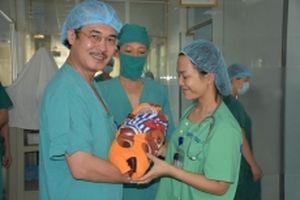 Mổ bắt con thành công cho bệnh nhân khó thở do hẹp khít khí quản
