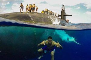 Choáng ngợp 'bể bơi' di động của tàu ngầm Mỹ
