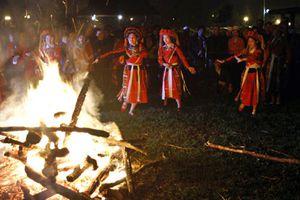 Mùa nhảy lửa của người Pà Thẻn