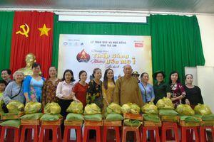 Chương trình 'Thắp sáng ước mơ' trao 200 phần quà cho trẻ em nghèo ở huyện Dương Minh Châu