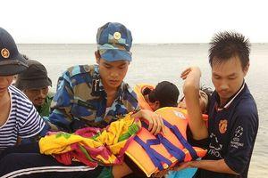 Bệnh xá đảo Sơn Ca kịp thời cấp cứu ngư dân bị tai nạn lao động trên biển
