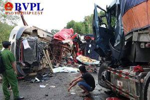 Ô tô tải 'đấu đầu' 3 người thương vong
