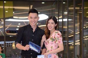 Siêu mẫu Mạnh Khang cực thân mật cùng Hà Min tới rạp xem 'The Meg'