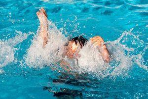 Nghệ An: Hai cháu bé đuối nước khi tắm kênh