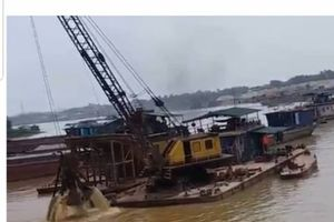 Bờ sông Lô vẫn sạt lở, việc khai thác cát có dừng như yêu cầu?
