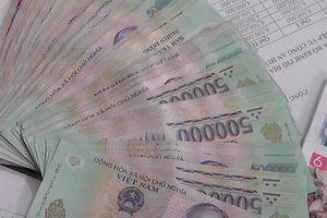 Nhặt được cọc tiền 500.000 đồng, 3 nam sinh tìm người trả lại