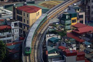 Tàu đường sắt trên cao lăn bánh qua các tuyến phố Hà Nội