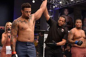 Võ sĩ MMA bị cựu sao bóng bầu dục hạ chóng vánh
