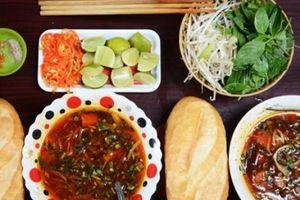 Quán ăn trong hẻm nhỏ khách kéo đến nườm nượp ở Sài Gòn