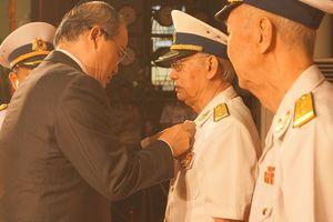 Phong tặng, truy tặng ba anh hùng Hải quân