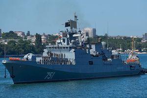 Chiến hạm Nga âm thầm theo dõi tàu ngầm Mỹ trên Địa Trung Hải