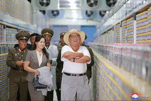 Ngỡ ngàng với vẻ bình dị của lãnh đạo Triều Tiên Kim Jong Un