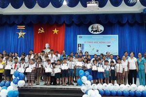 CEP giúp con thành viên nghèo đến lớp