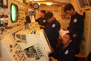 ''Bác sĩ radar - sonar hải quân''