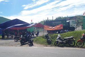 Hà Tĩnh: Dân dựng rạp chặn cổng phản đối nhà máy rác gây ô nhiễm