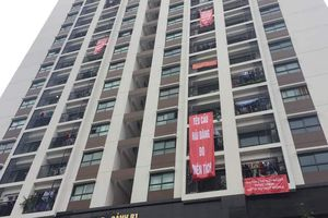 Tận thấy chung cư cao cấp đập tường nhét điều hòa, dân 'tố' thiếu diện tích