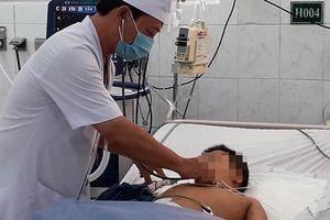 Bé 6 tuổi suýt chết do hóc thịt viên
