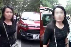 Nữ tài xế lùi móp đầu xe taxi còn chửi: 'Ai bảo mày đậu gần xe tao'