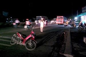Tiền Giang: Ô tô khách va chạm xe máy, 1 phụ nữ gãy tay và chân