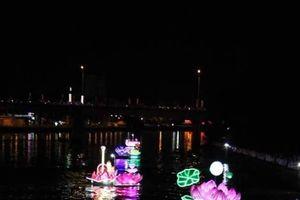 HOT: Loạt ảnh Ninh Kiều lung linh trong đêm khai mạc ngày hội Du lịch – Đêm Hoa đăng