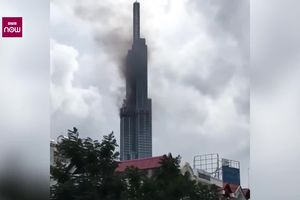Clip: Khói đen bốc lên từ tầng 64 tòa nhà cao nhất Việt Nam