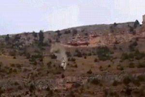 Hãi hùng cảnh chiếc Land Rover lăn xuống hồ như quả bóng ở TBN