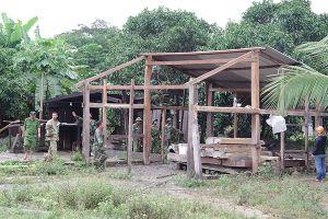 Bộ CHQS tỉnh Kon Tum giúp dân dựng lại nhà sau mưa bão