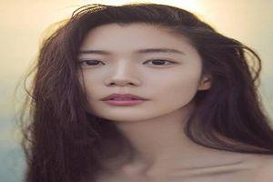 Mỹ nữ xứ Hàn check in ở phố đi bộ hồ Gươm gây sốt MXH