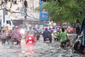 Giao thông Hải Phòng hỗn loạn sau cơn mưa lớn