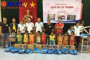 'Thắp sáng ước mơ- cùng em đến trường' trẻ em vùng dân tộc ít người