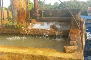 Người dân kêu cứu vì mua nước sạch mà bẩn như 'nước cống'