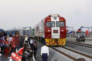 Kenya bắt quan chức chiếm đoạt tiền đền bù đất xây đường sắt cao tốc