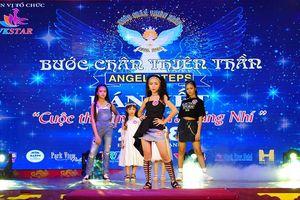 Những 'người mẫu nhí' tại Huế khoe dáng trên sân khấu
