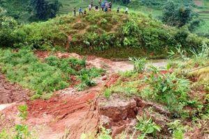 Lào Cai: Sạt lở đất vùi lấp 2 bà cháu