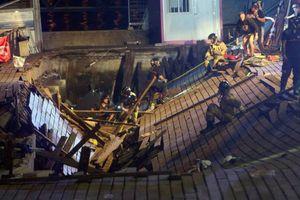 Sập sàn gỗ biểu diễn tại bãi biển Tây Ban Nha, 300 người bị thương