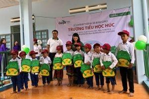 Tặng trường học cho học sinh dân tộc Vân Kiều, Pa Kô ở Quảng Trị